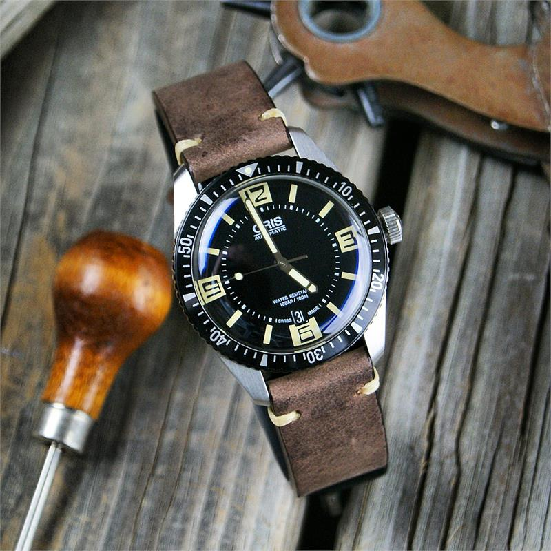Italian Bands: Saddle Brown Classic Vintage Leather Watch Band