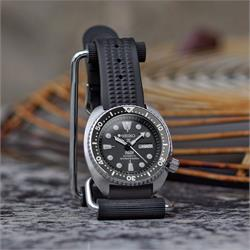 Retro Waffle Rubber Watch Strap Band on the Seiko SRP Turtle Prospex Padi Watch 22mm lug width