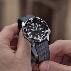22mm Vintage Rubber Waffle Watch Band Strap on a Seiko SKX007 009 Dive Watch
