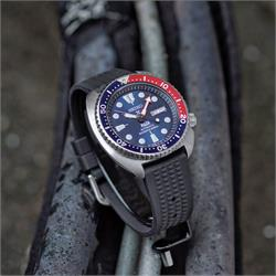 Seiko SRP 777 Padi Turtle on a Vintage Waffle Rubber Watch Band Strap in 22mm lug width B & R Bands